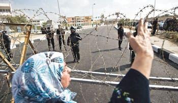 Mursi desafía a autoridades en inicio de juicio