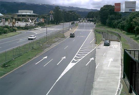 Paso regulado en autopista Florencio del Castillo