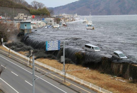 201311081015451.tsunami-web.jpg