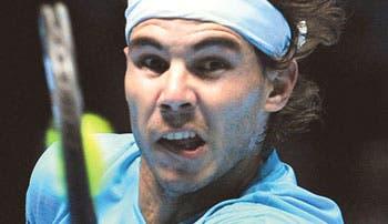 Triunfa Nadal y evita a Djokovic