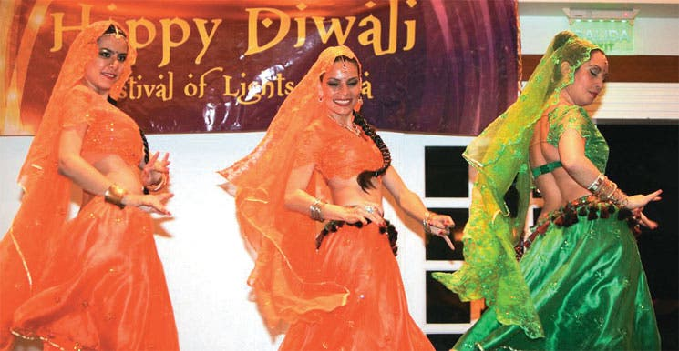 India homenajeada con muchas luces