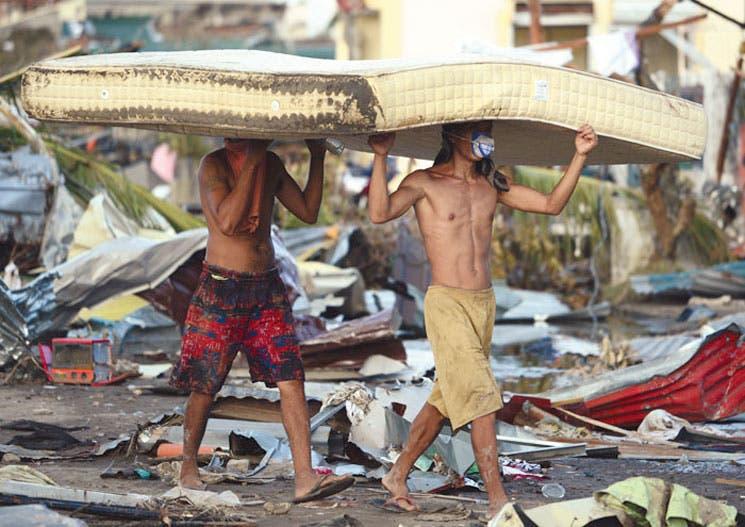 Destrucción total por tifón en la ciudad filipina