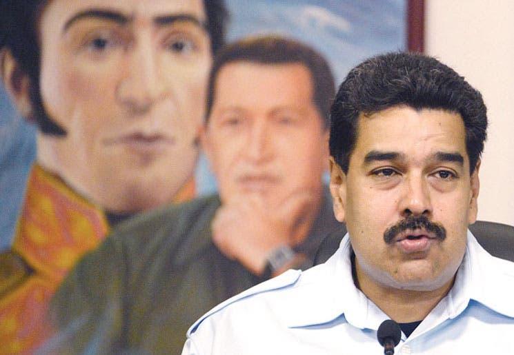 Maduro descarta ajustes y busca atraer dólares