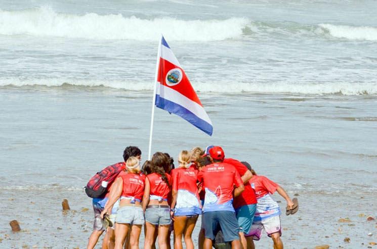 Bandera tica ondea en Panamá