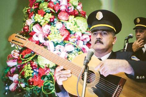 Melico Salazar se llena de Navidad
