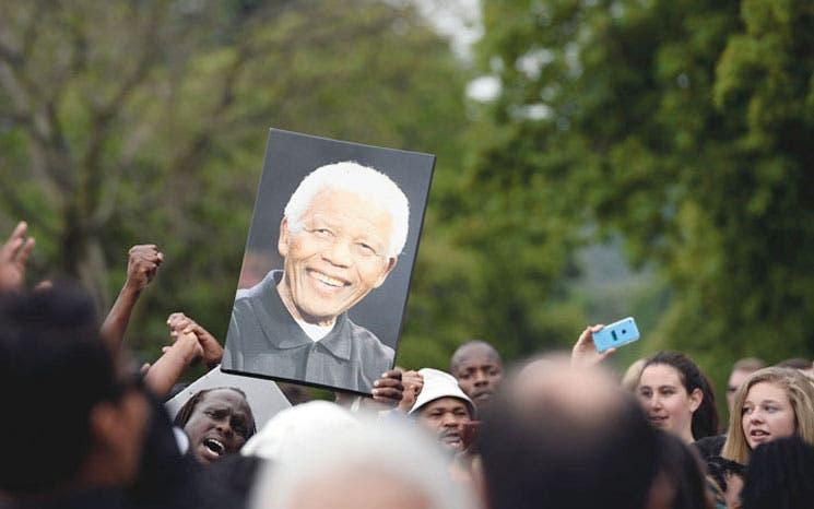 """Sudáfrica comienza su """"duelo festivo"""" por Mandela"""