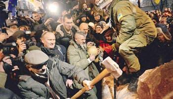 Ucranianos protestan para exigir renuncia de Presidente