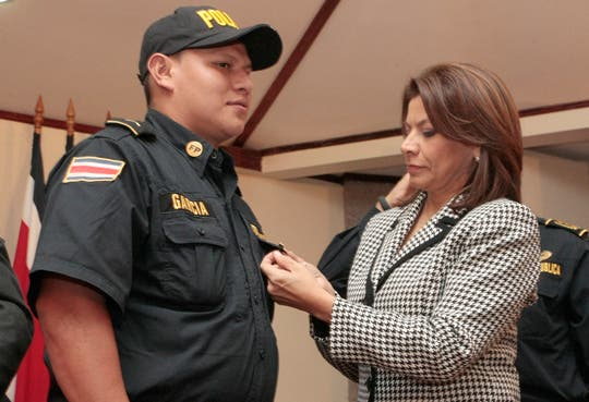 201312181718121.MANUAL-DE-POLICIA.jpg