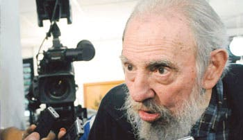 Fidel Castro alaba a Mandela y felicita a hermano