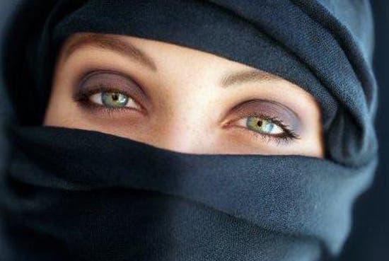 Francesas podrán usar velo islámico en escuelas