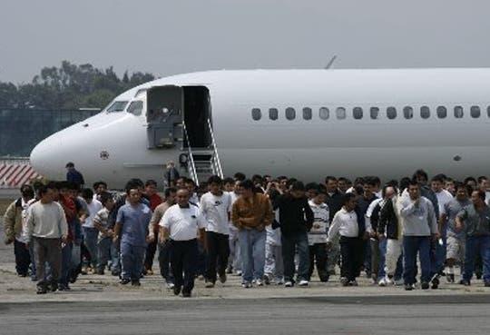Guatemala recibe 400 deportados desde EE.UU.