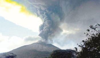 Entra en erupción el volcán Chaparrastique, en el este de El Salvador