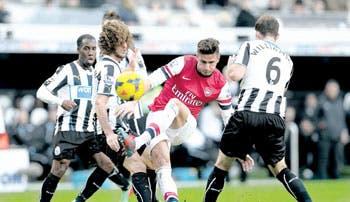 Arsenal cierra líder