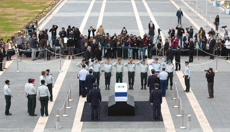 Miles despidieron a Ariel Sharón