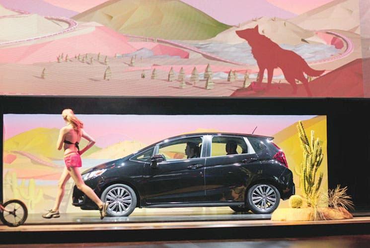 Mujeres en la promoción de vehículos