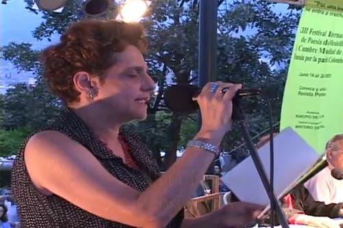 La poeta Julieta Dobles ganadora del premio Magón 2013