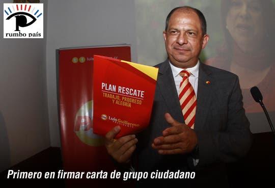 Luis Guillermo Solís firma compromiso por gobierno abierto