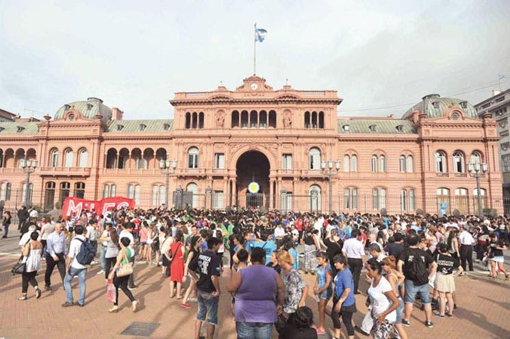 Argentina enfrenta desplome del peso
