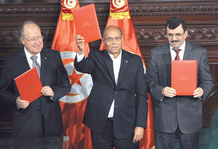 Tras un año de atraso, Túnez aprueba Constitución