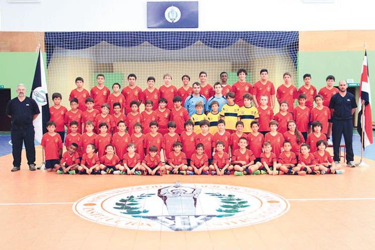 Jóvenes reciben capacitación de fútbol
