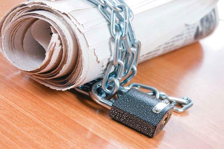País cede en libertad de prensa