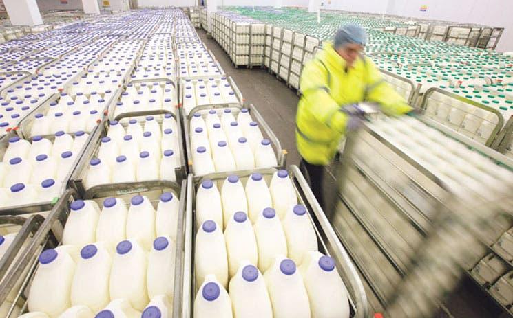 UE multa exceso de leche, mientras sube el precio
