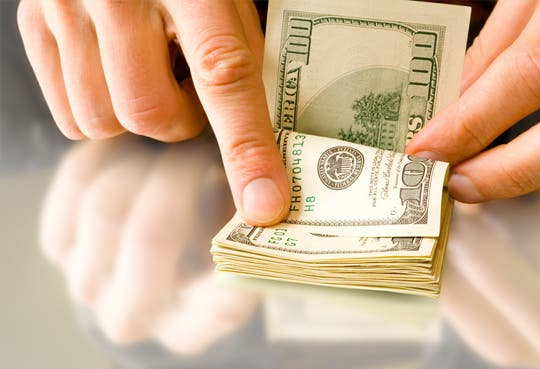 Dólar sigue para arriba