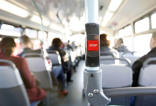 Tarifas de bus bajarán tras estudio de Aresep