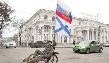 Rusia mantiene postura y apoya referéndum crimeo