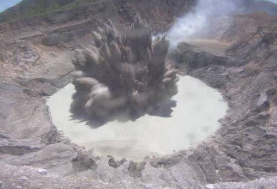 [Video] Poás protagoniza erupción más grande del año