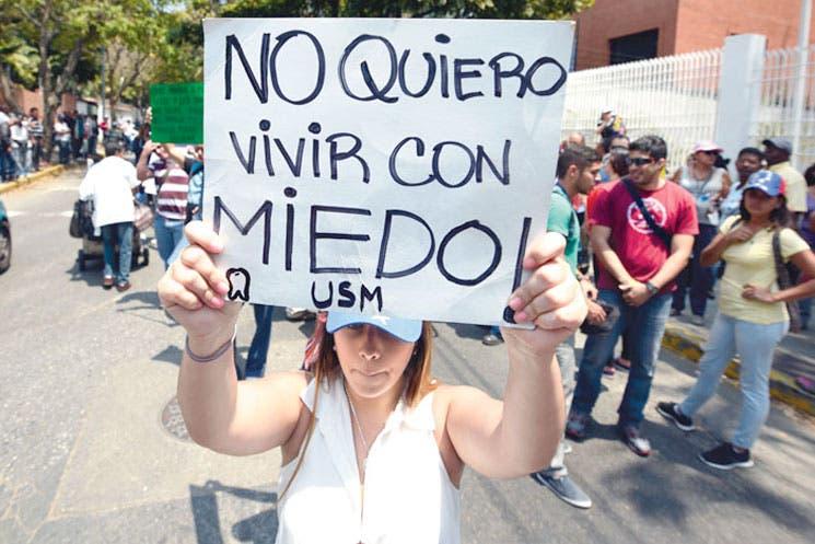 """Canciller venezolano llamó a Kerry """"asesino"""""""