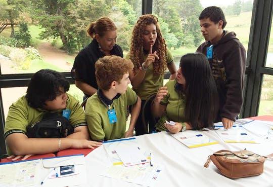 Jóvenes de secundaria luchan por reducir deserciones