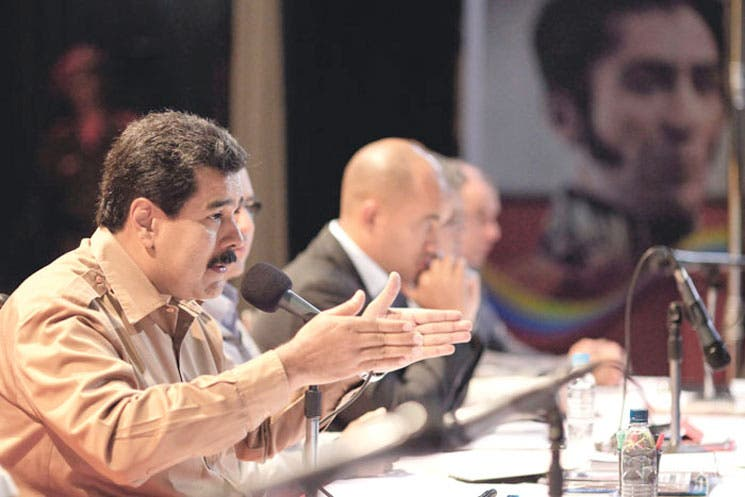 Fuerza Armada venezolana respalda a Maduro