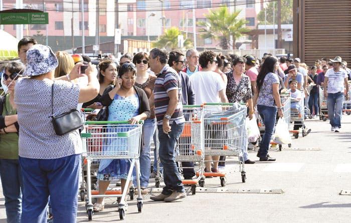Chilenos tratan de volver a la normalidad