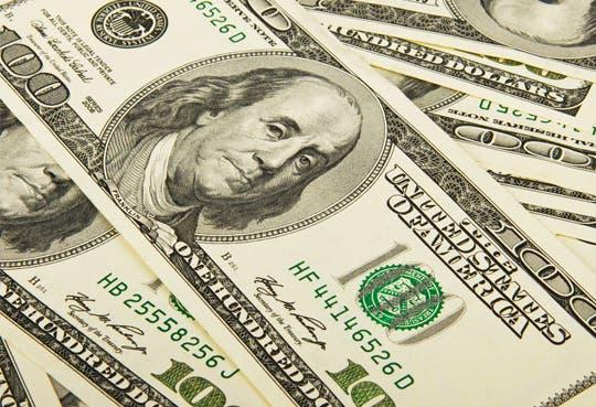 Dólar bajó tres colones