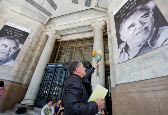 Llevan cenizas de García Márquez hacia Bellas Artes