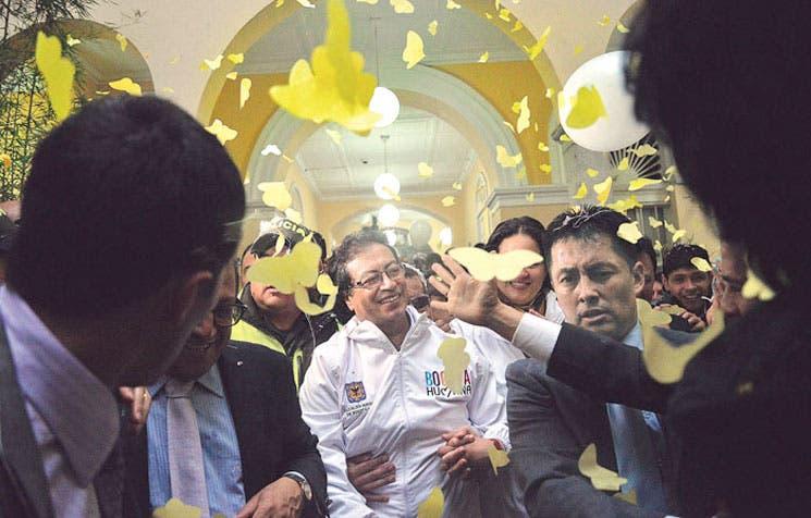 Presidente de Colombia restituye a Petro como alcalde