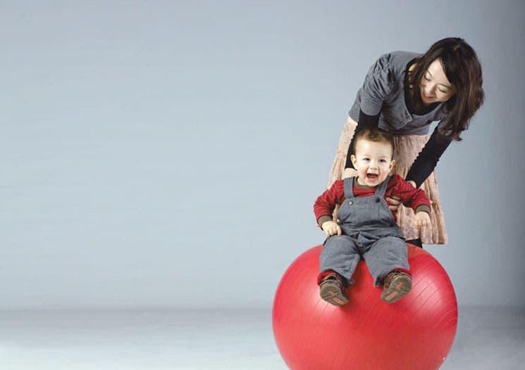Promueva el desarrollo de su hijo con cuidado