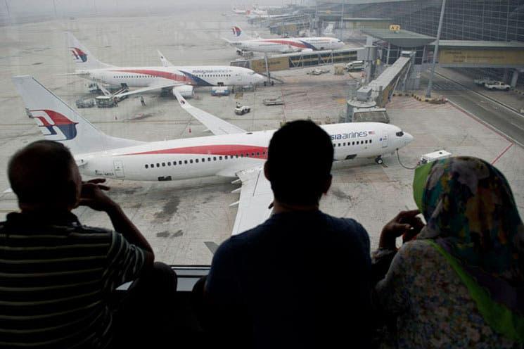 Insatisfechas familias de víctimas chinas de avión desaparecido