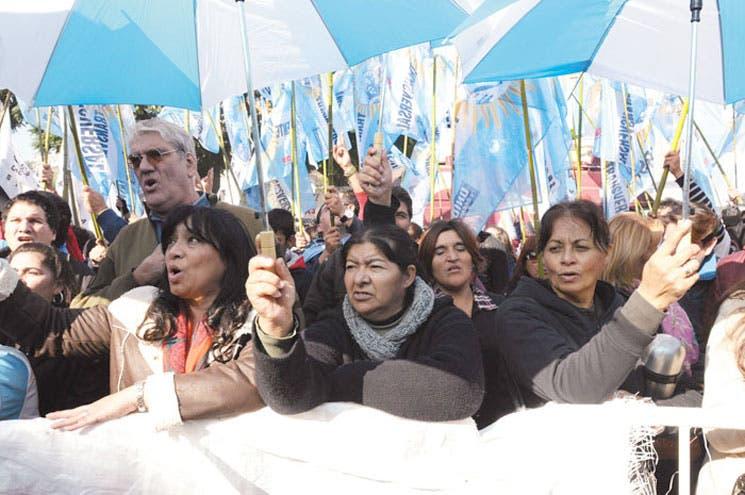 """Se unió a la huelga de hambre en Buenos Aires el """"cartonero"""" del Papa"""