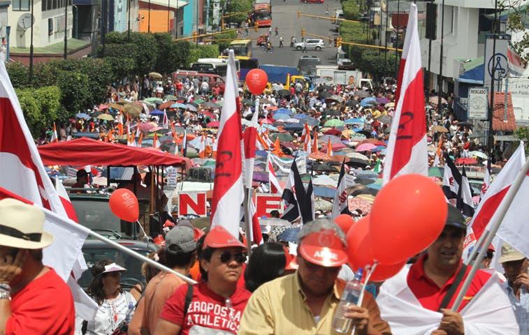 Educadores piden a iglesia intermediar en huelga