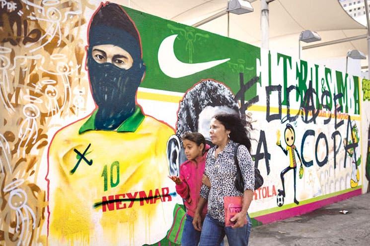 """Racismo en Mundial de Fútbol socava campaña """"Somos iguales"""""""