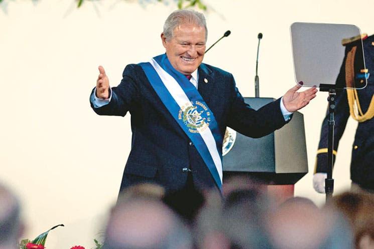 Exguerrillero asumió Presidencia de El Salvador