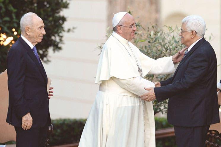 Papa pide derribar los muros de enemistad en Oriente
