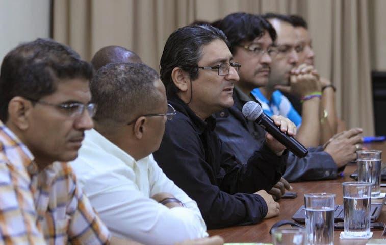 Sindicatos quieren traerse abajo contrato para megapuerto