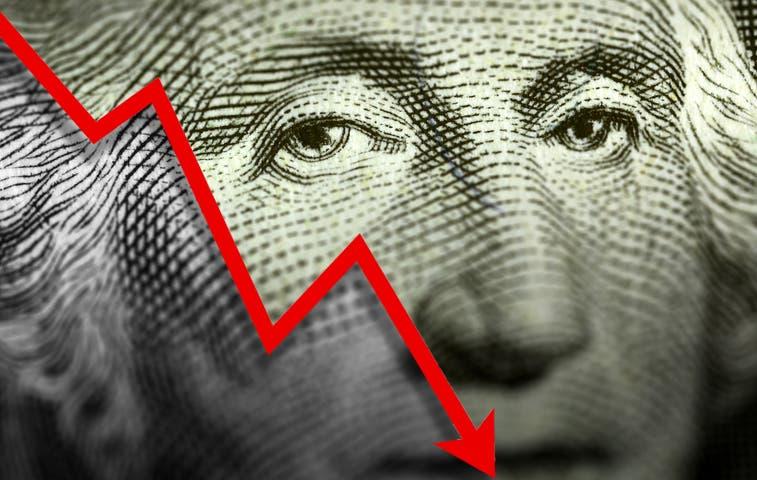 Leve baja del dólar