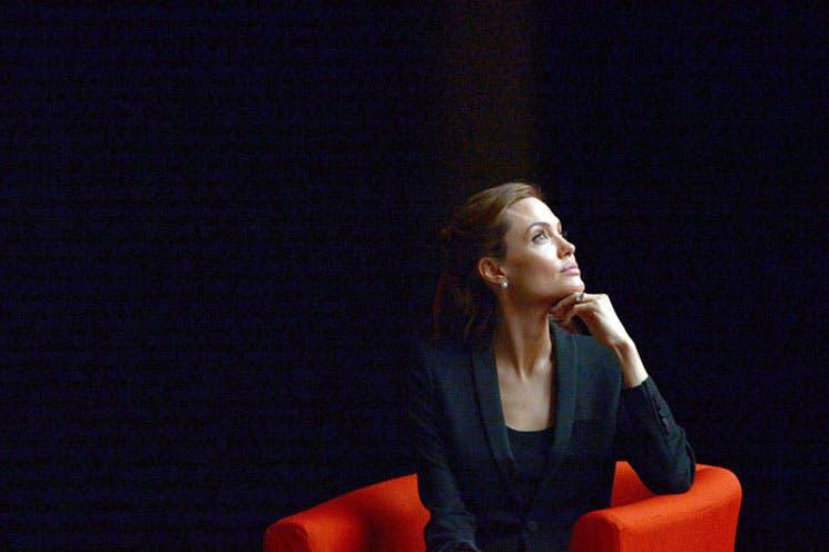 """Jolie pide al mundo combatir """"la injusticia"""" de la violencia sexual"""