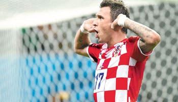 Croacia golea al ritmo de Madzukic