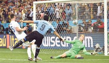 Suárez da vida a Uruguay