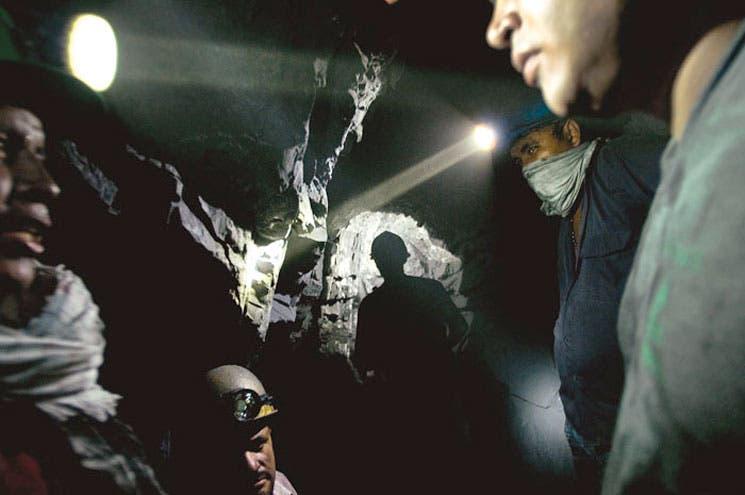 Denuncian relación entre paramilitares y empresas mineras en Colombia